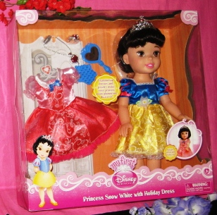 Princess Snow White Doll with Heart Necklace Closeup